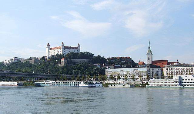 bratislava-456812_640